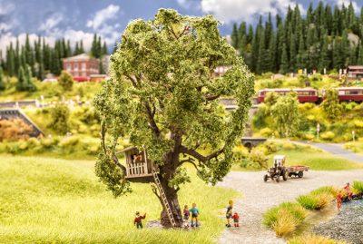 Baum mit Baumhaus <br/>NOCH 21765