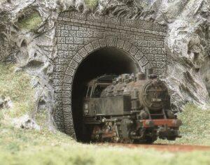 Dampflok-Portale, 2 Stück <br/>BUSCH 7025