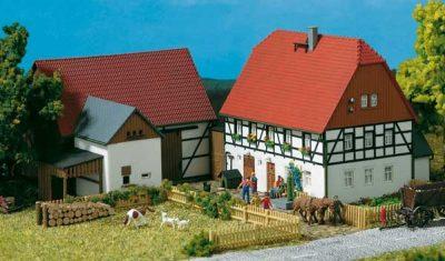 Kleines Gehöft  <br/>Auhagen 11350