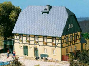 Großes Bauernhaus  <br/>Auhagen 11359