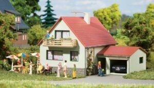 Haus mit Garage  <br/>Auhagen 12222