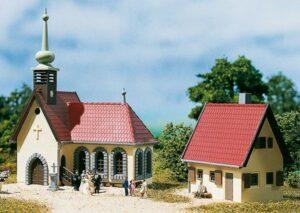 Dorfkirche mit Pfarrhaus  <br/>Auhagen 14461