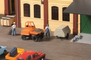 Dumper mit Kompressoranhänger <br/>Auhagen 41641