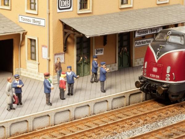 NOCH 12950 <br/>Auf dem Bahnsteig