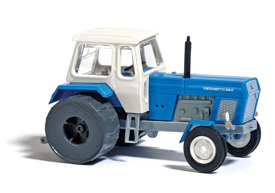 BUSCH 8700 <br/>Traktor mit Eisenrädern TT