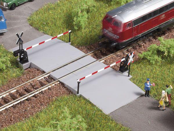 Auhagen 44637 <br/>Bahnübergang, beschrankt