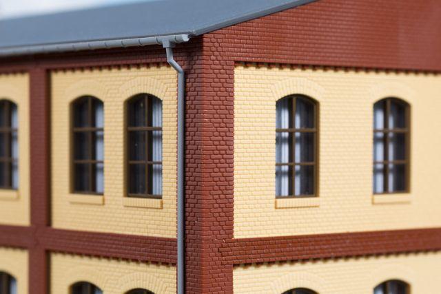 Auhagen 80414 <br/>Ecksäulen Obergeschoss rot 1